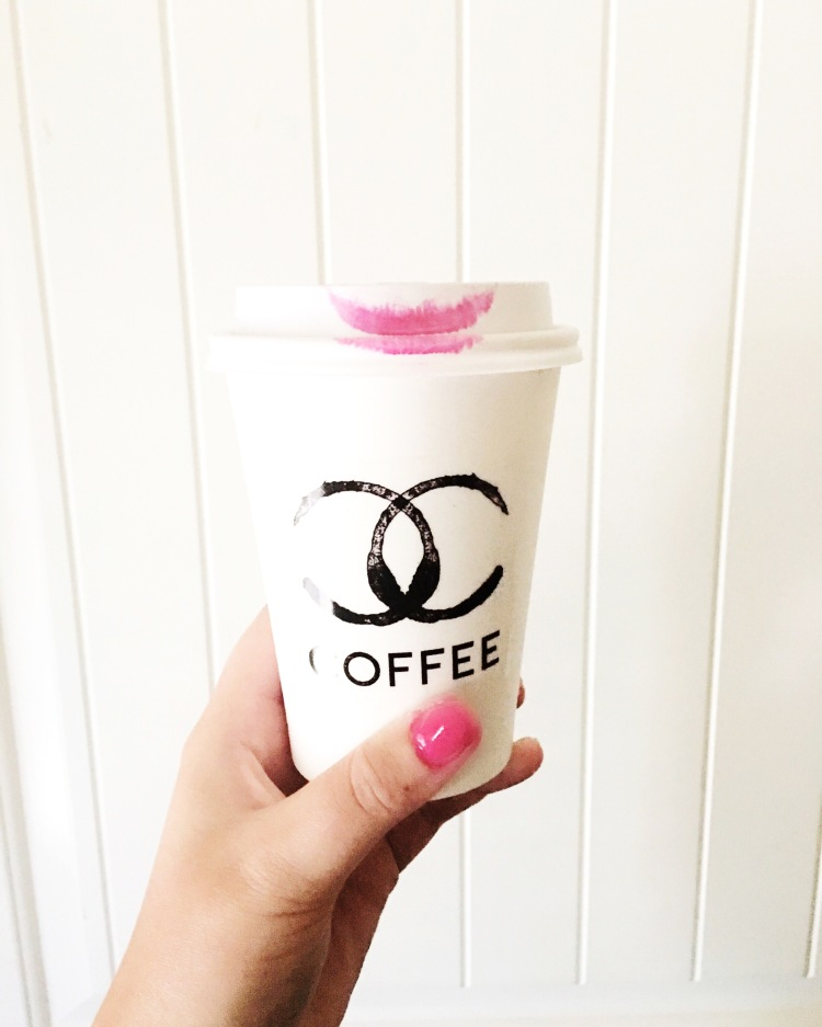 coffee-cup-with-lipstick